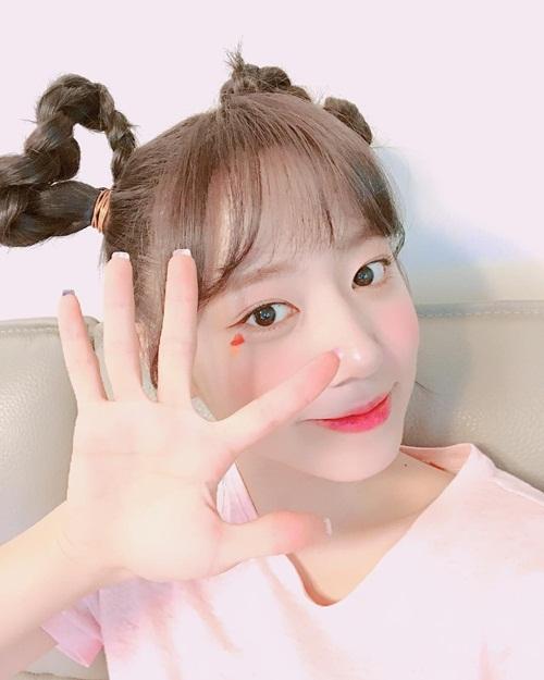 sao-han-3-7-hyo-min-khoe-chan-dai-gap-doi-nguoi-sulli-dep-lanh-lung-5