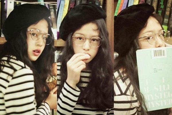 Trước đó, cô mẫu 15 tuổi từng được cho là phiên bản tuổi teen của Sulli.  Han Sung Min rất giống Sulli khi cười.