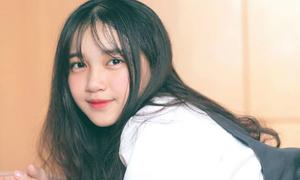 Nữ sinh 10x Việt 'sống chết' tô son môi đậm khi đi học