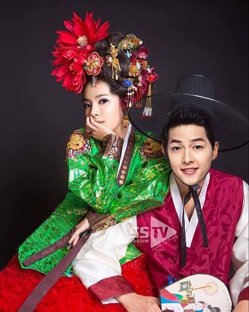 fan-thi-nhau-mac-do-cuoi-cho-cap-doi-song-song-6