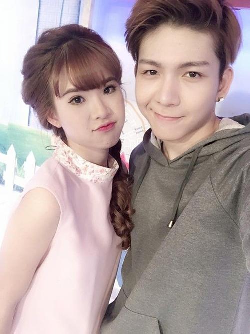2-cap-sao-viet-co-chuyen-tinh-hao-hao-giong-song-song-2
