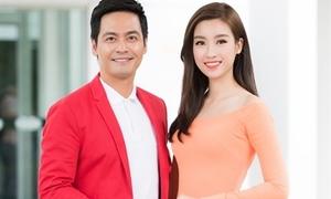 Mỹ Linh diện áo dài duyên dáng bên MC Phan Anh