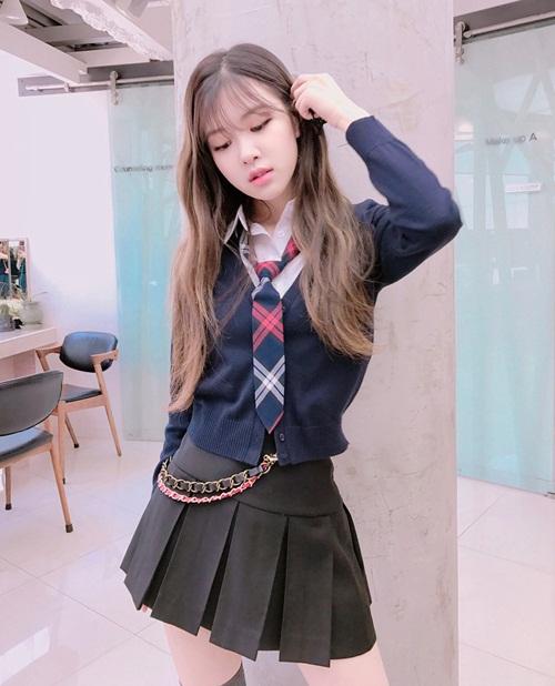 sao-han-6-7-kim-so-hyun-xung-danh-my-nu-co-trang-rose-khoe-dang-mi-nhon-1