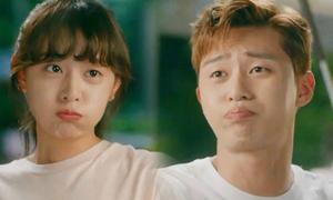 Loạt điệu bộ nhõng nhẽo có thể gây 'ác mộng' của Kim Ji Won - Park Seo Joon