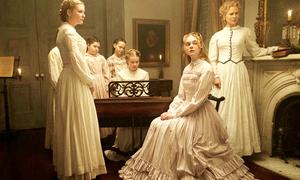 Chuyện ít biết sau loạt váy áo đẹp như mộng của 'Những kẻ khát tình'