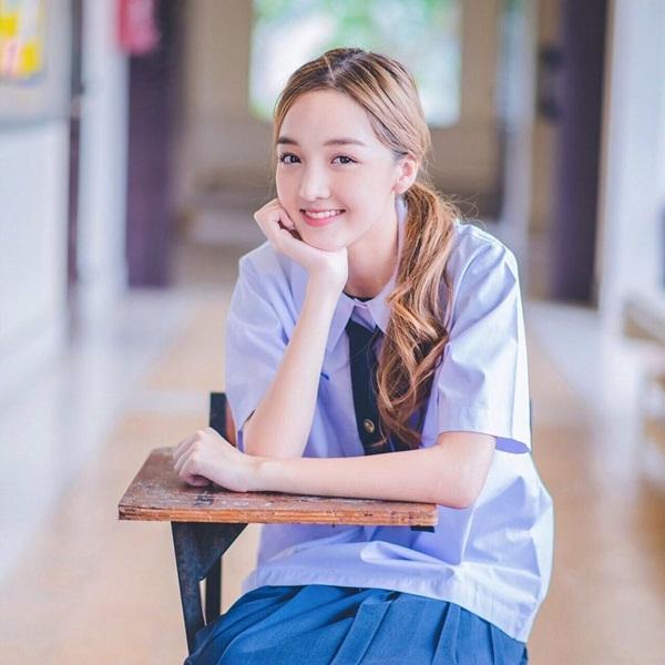 Jida từng đóng vai phụ trong series Duck Idol (2016) bên cạnh hot girl lai 10x   Jannine W. Bên cạnh diễn xuất, ca hát và làm mẫu, Jida đang theo đuổi việc học tại trường ĐH Thammasat.
