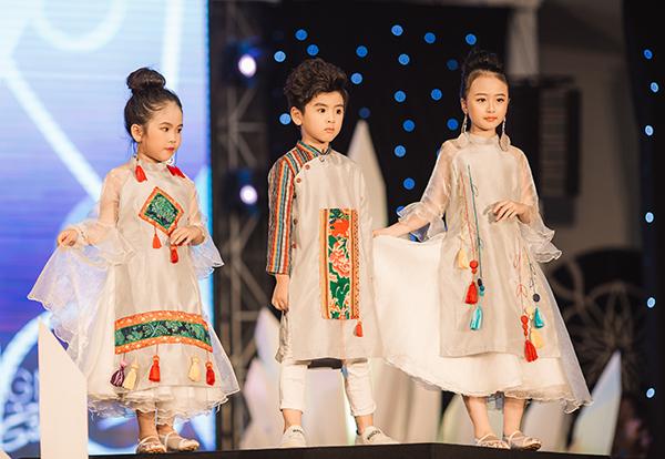 mau-nhi-mac-croptop-khoe-eo-catwalk-nhu-nguoi-lon-5