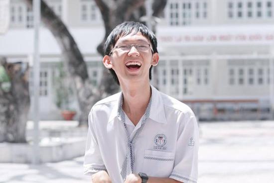 nhung-guong-mat-nhan-mua-diem-10-ky-thi-thpt-quoc-gia-2017-3