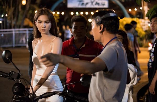 ngoc-trinh-lai-mo-to-ngau-trong-phim-hanh-dong-2