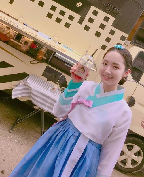 sao-han-8-7-dara-hoa-fan-cuong-khi-thay-cl-yura-khoe-chan-thon-nuot-2