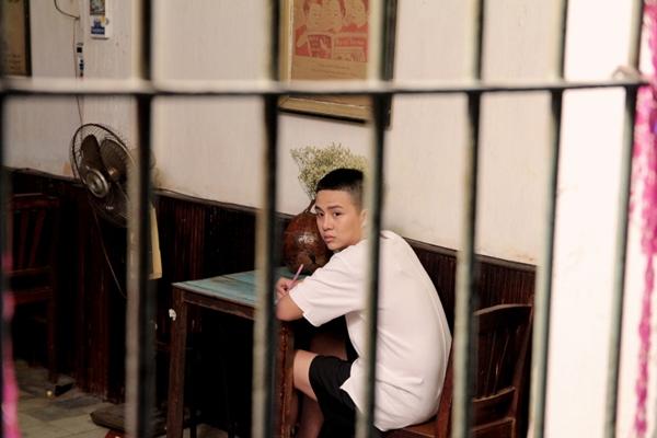 duy-khanh-ru-loat-ban-than-choi-lay-tham-gia-web-drama-tien-ty-5