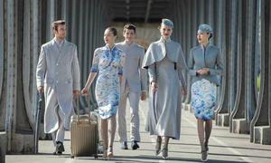 Đồng phục xa xỉ gây sốc của tiếp viên hàng không Trung Quốc