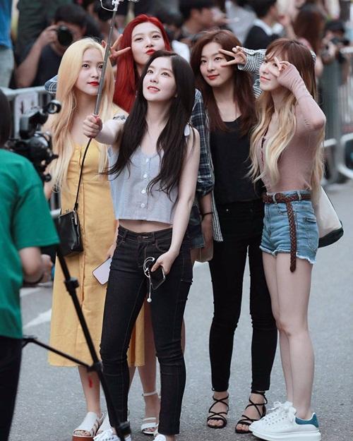 dan-girl-crush-kpop-khoe-dang-khi-den-music-bank