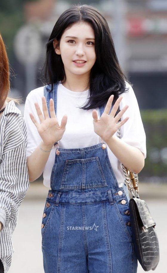 dan-girl-crush-kpop-khoe-dang-khi-den-music-bank-8