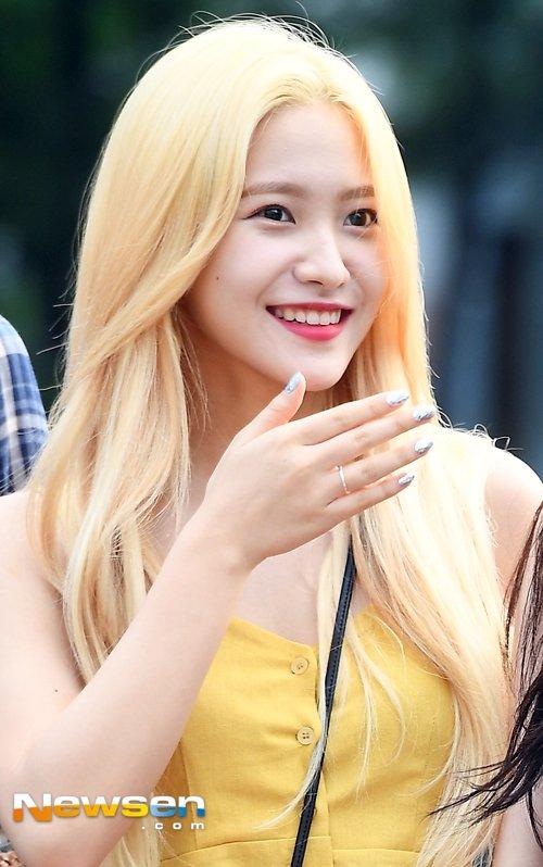 dan-girl-crush-kpop-khoe-dang-khi-den-music-bank-4