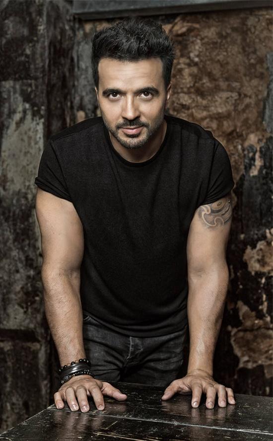 Luis Fonsi đã và đang gây nên cơn sốt âm nhạc toàn cầu với ca khúc Despacito