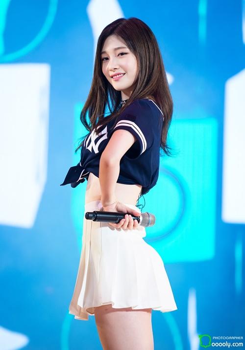 8-idol-nu-co-vong-eo-nho-nhat-kpop-2