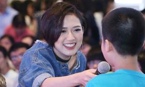 'Con dâu xấu tính' Trang Cherry thân thiện giao lưu với khán giả