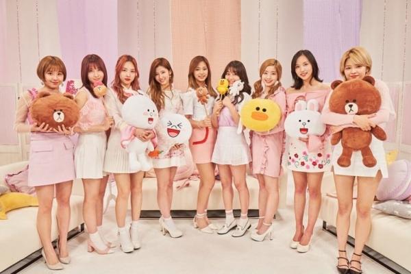 4-girl-group-vua-ra-mat-da-lien-tuc-gianh-cup