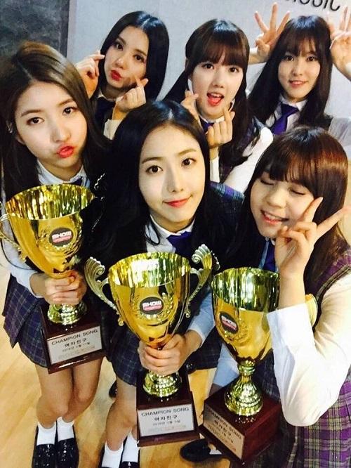 4-girl-group-vua-ra-mat-da-lien-tuc-gianh-cup-8