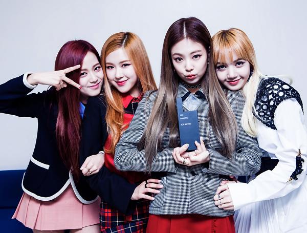 4-girl-group-vua-ra-mat-da-lien-tuc-gianh-cup-4