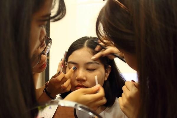 teen-tran-dai-nghia-hoc-trang-diem-de-du-prom-voi-beauty-blogger-3
