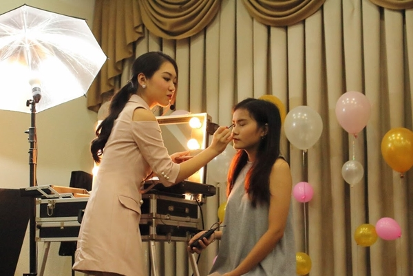 teen-tran-dai-nghia-hoc-trang-diem-de-du-prom-voi-beauty-blogger-1
