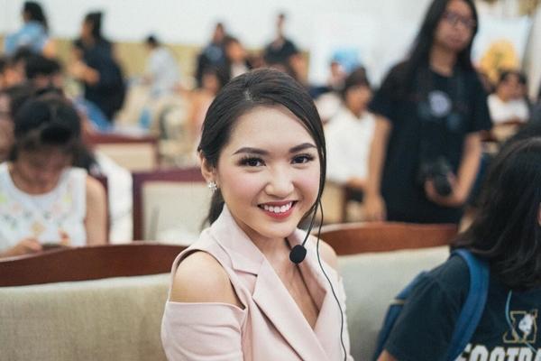 teen-tran-dai-nghia-hoc-trang-diem-de-du-prom-voi-beauty-blogger