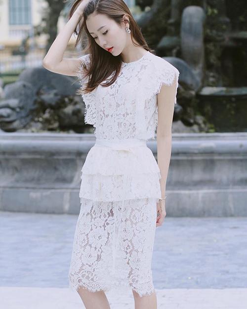ngoc-cham-dan-dau-binh-chon-the-look-sau-clip-hon-decao-4