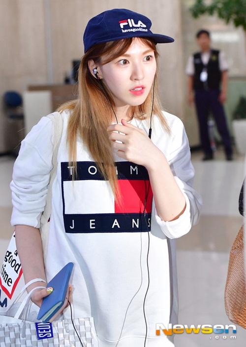 tae-yeon-khoe-eo-con-kien-red-velvet-dien-do-binh-dan-9