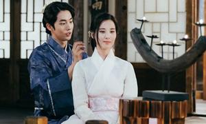 4 nam thần màn ảnh Hàn 'trẻ quá đà' so với bạn diễn