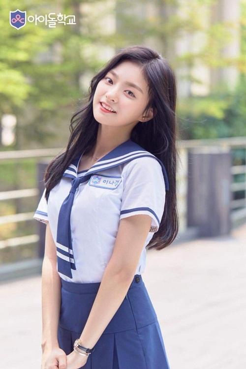 thanh-vien-idol-school-gay-sot-vi-trong-giong-tzuyu-twice-4