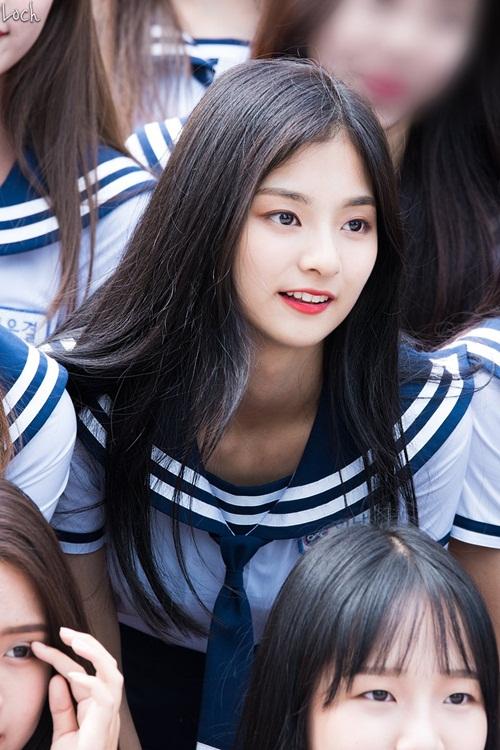 thanh-vien-idol-school-gay-sot-vi-trong-giong-tzuyu-twice-2