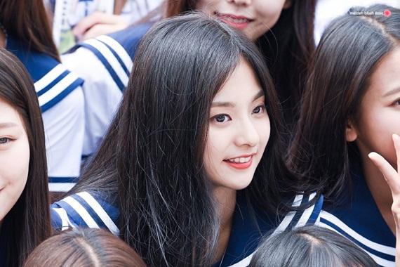 thanh-vien-idol-school-gay-sot-vi-trong-giong-tzuyu-twice-5