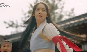 The King Loves tập 1: Yoon Ah nhận mưa lời khen vì hết diễn 'lố'