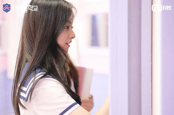 thanh-vien-idol-school-gay-sot-vi-trong-giong-tzuyu-twice-1