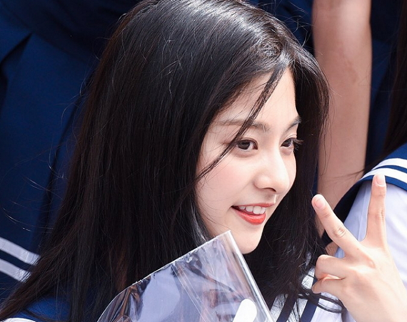 thanh-vien-idol-school-gay-sot-vi-trong-giong-tzuyu-twice-3