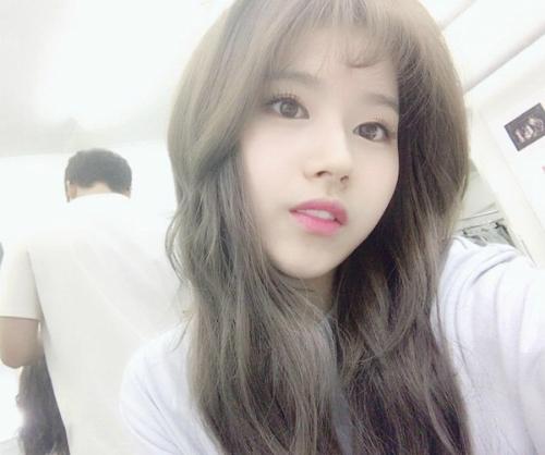 sao-han-19-7-black-pink-khoe-ve-sang-chanh-sana-de-toc-mai-thua-cute-1