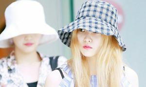 Idol Hàn bỗng cuồng kiểu mũ 'chống nắng' che nửa mặt