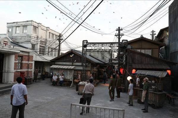 Khu phố trung tâm giàu có với đủ mọi hoạt động và tiện nghi chỉ có người Nhật mới được lui tới.