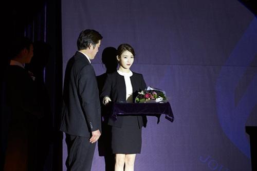 dan-khach-moi-xuat-hien-kieu-do-ban-tim-ra-trong-phim-cua-kim-soo-hyun-3