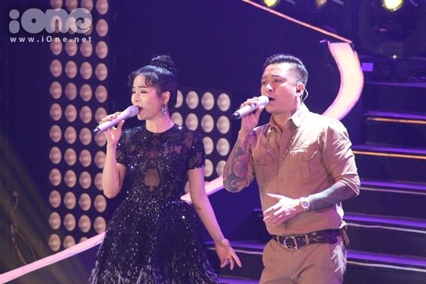 dong-nhi-nhu-nu-hoang-khoe-vu-dao-dot-mat-7