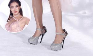 Người đẹp The Face khổ sở vì chân... bơi trong giày cao gót