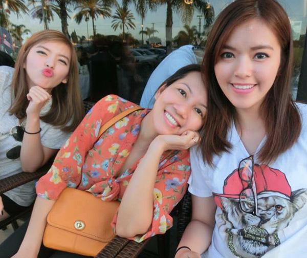 my-nu-the-face-gay-sot-voi-em-gai-sinh-doi-giong-het-nhu-soi-guong-3