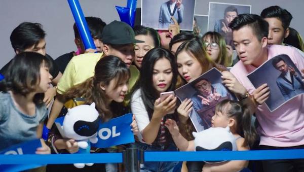 tran-thanh-selfie-voi-guong-mat-bam-tim-3