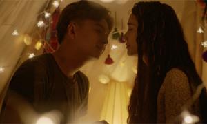 Ngô Kiến Huy 'khóa môi' Nhã Phương cực ngọt trong phim Yêu đi đừng sợ