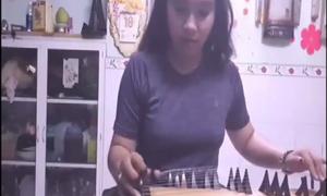 Cô nàng 9x cover 'Despacito' bằng đàn tranh cực đỉnh