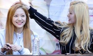2 trưởng nhóm Kpop chăm lo cho các thành viên như mẹ chăm con