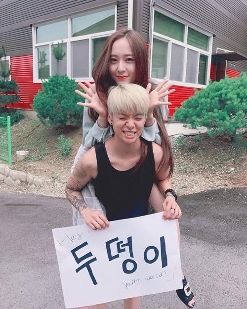 sao-han-30-7-hyun-ah-sexy-voi-bo-do-uot-nhep-amber-cong-krystal-nhe-tenh-1
