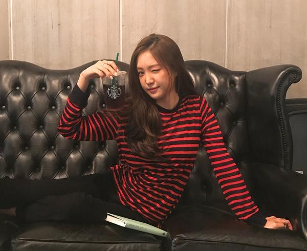 sao-han-30-7-hyun-ah-sexy-voi-bo-do-uot-nhep-amber-cong-krystal-nhe-tenh-10